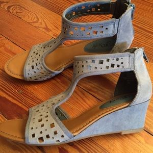 Sofft Blue Periwinkle Low Wedges 7.5